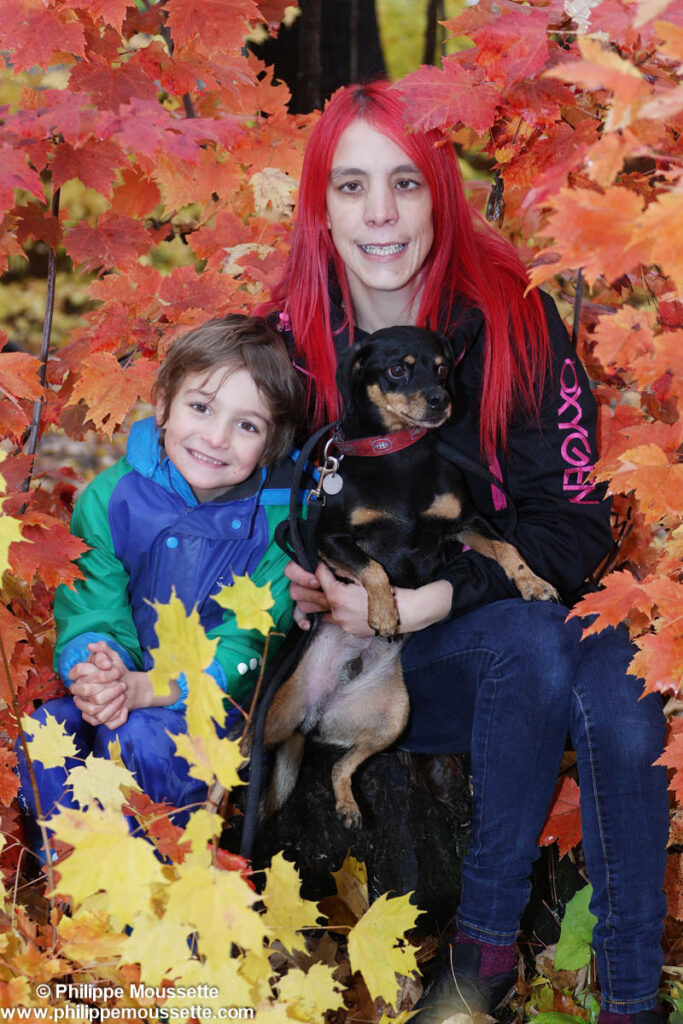 Maman, son fils et leur chien