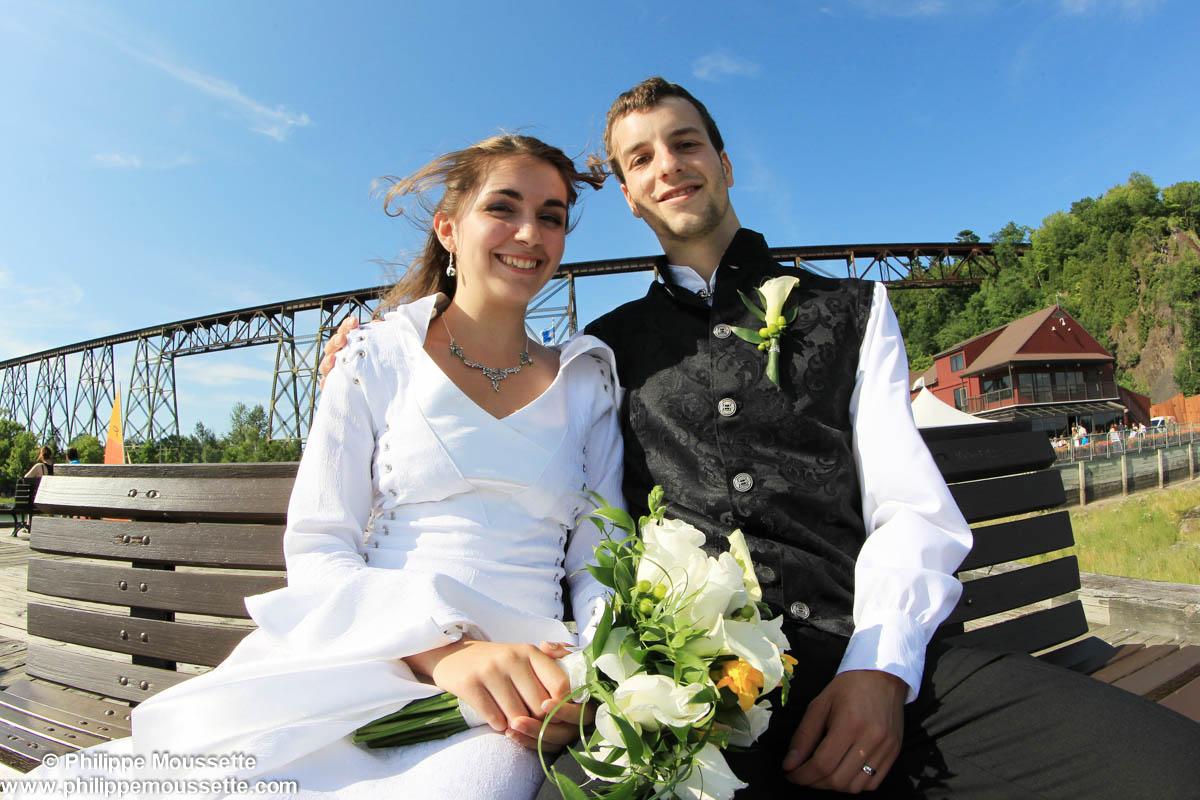 Mariés devant le tracel